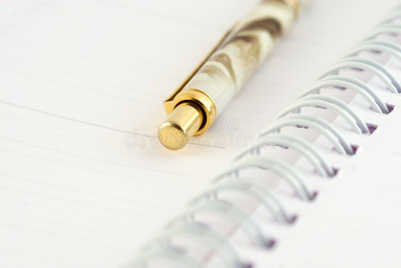 σημειωματάριο που ανοίγουν στοκ φωτογραφία με δικαίωμα ελεύθερης χρήσης