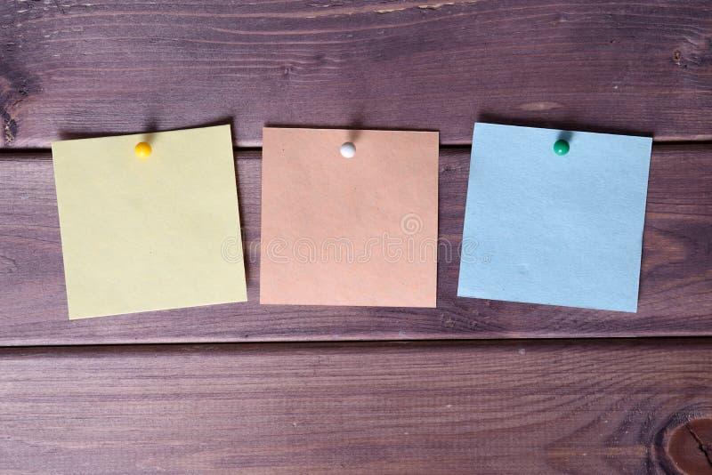Σημειώσεις, αυτοκόλλητες ετικέττες στοκ εικόνες με δικαίωμα ελεύθερης χρήσης
