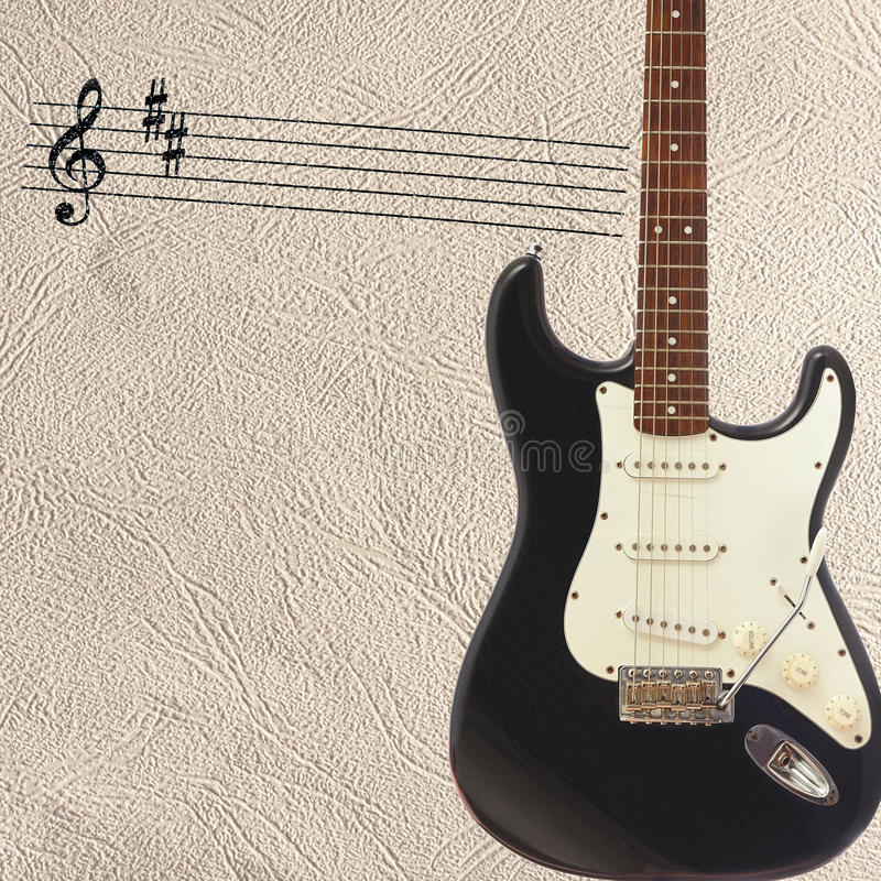 Σημειώσεις και στερεά κλασική ηλεκτρική κιθάρα σωμάτων στη δεξιά πλευρά του ελαφριού υποβάθρου δερμάτων στοκ εικόνες με δικαίωμα ελεύθερης χρήσης