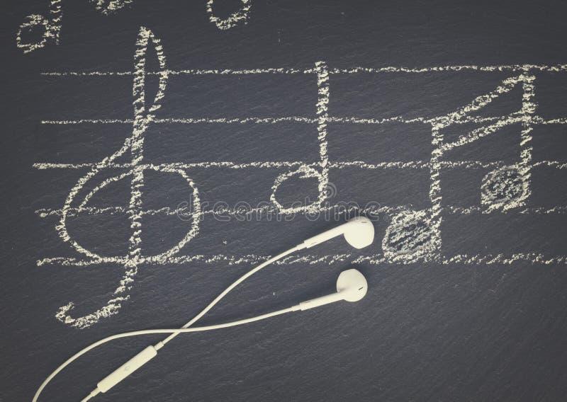 Σημειώσεις μουσικής με τα ακουστικά στοκ φωτογραφία με δικαίωμα ελεύθερης χρήσης