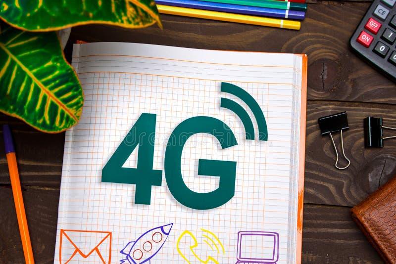σημειώσεις 4G για τον πίνακα γραφείων με τα εργαλεία Έννοια με τα στοιχεία του infographics στοκ φωτογραφίες με δικαίωμα ελεύθερης χρήσης