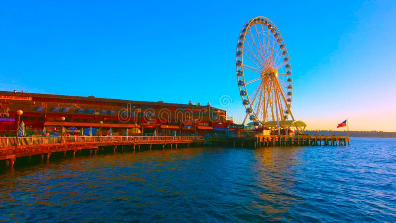 Σιάτλ, Ουάσινγκτον, Ηνωμένες Πολιτείες Αμερικής 10, 2019, προκυμαία του Σιάτλ με τον Μεγάλο Τροχό του Σιάτλ, ηλιοβασίλεμα, τουρίσ στοκ φωτογραφίες με δικαίωμα ελεύθερης χρήσης