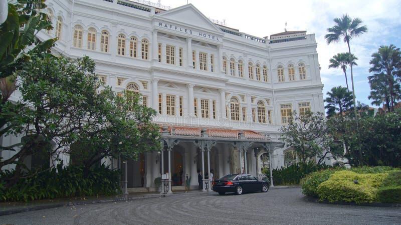 ΣΙΓΚΑΠΟΎΡΗ - 2 Απριλίου 2015: Driveway του ξενοδοχείου λοταριών αποικιακός-ύφους στη Σιγκαπούρη Το ξενοδοχείο είναι ένα από το δι στοκ εικόνα με δικαίωμα ελεύθερης χρήσης