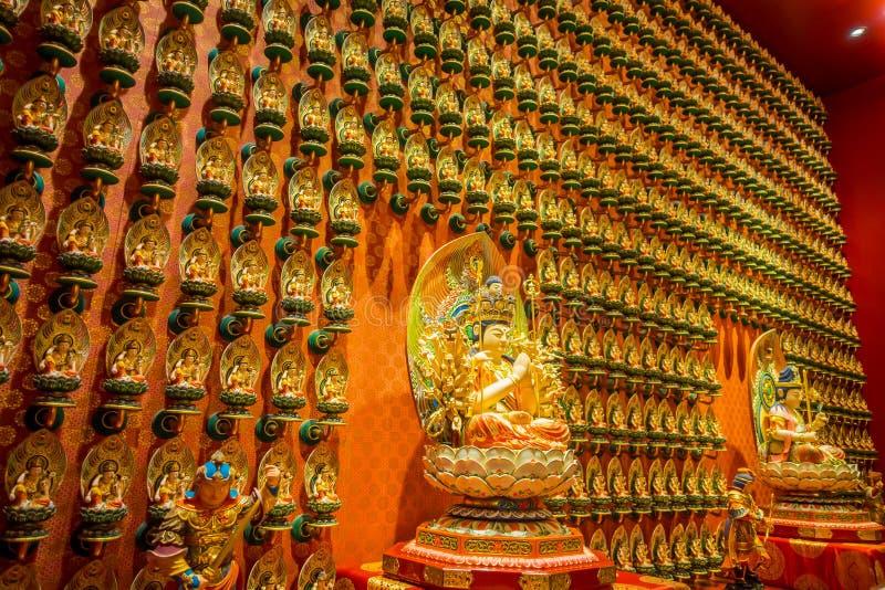 ΣΙΓΚΑΠΟΎΡΗ, ΣΙΓΚΑΠΟΎΡΗ - 30 ΙΑΝΟΥΑΡΊΟΥ 2018: Η συνεδρίαση αγαλμάτων του Βούδα επάνω μέσα στο ναό λειψάνων δοντιών του Βούδα στοκ εικόνα