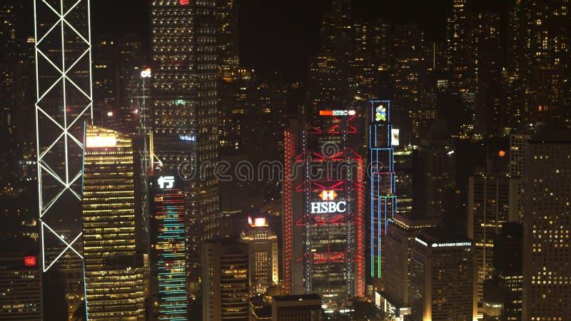 Σιγκαπούρη - 25 Σεπτεμβρίου 2018: Κεραία για την όμορφη άποψη νύχτας των ουρανοξυστών πόλεων νύχτας στο εμπορικό κέντρο απόθεμα στοκ εικόνες
