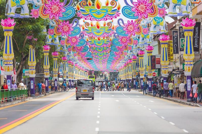 Σιγκαπούρη - 1 Σεπτεμβρίου 2017: Πλήθος των ανθρώπων πέρα από το δρόμο σε Litt στοκ φωτογραφία με δικαίωμα ελεύθερης χρήσης