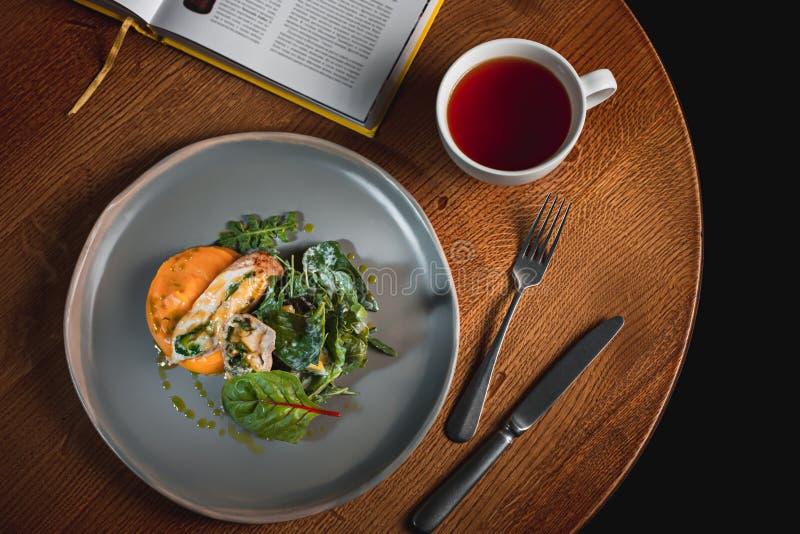 Σιγοβρασμένη κολοκύθα με την ιαπωνική σάλτσα ζωμού και κιμά στοκ εικόνες με δικαίωμα ελεύθερης χρήσης