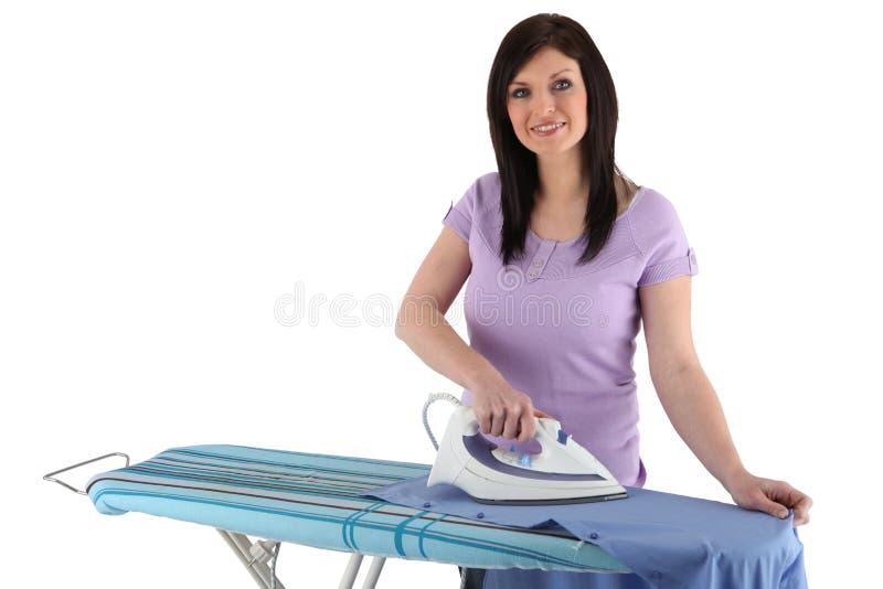 Σιδέρωμα γυναικών στοκ εικόνες με δικαίωμα ελεύθερης χρήσης