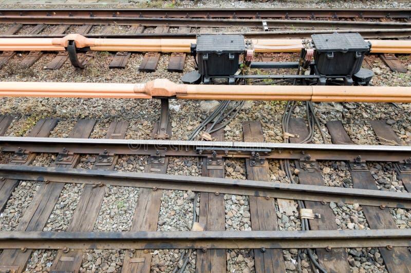 Σιδηροδρομικές γραμμές στο μετρό της γέφυρας στο ύπαιθρο Σιδηρόδρομος, σιδηροτροχιές στην πόλη Έννοια του ταξιδιού, ταξίδι με τρέ στοκ εικόνα