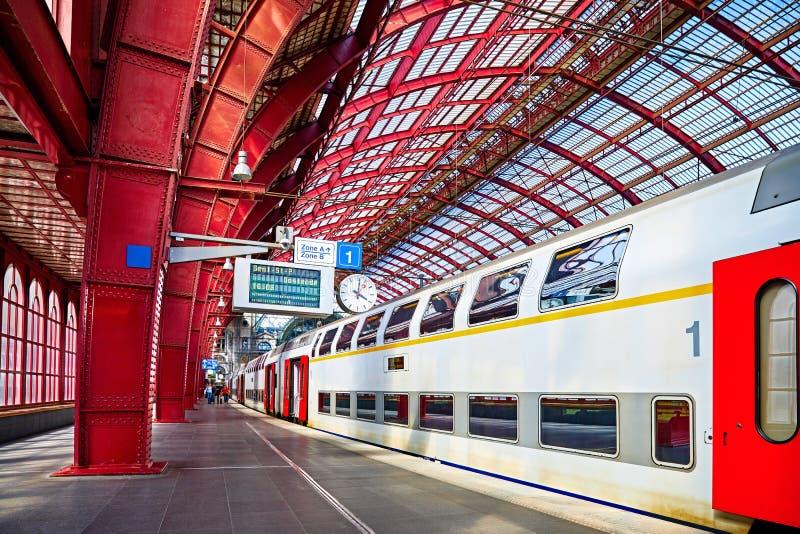 Σιδηροδρομικός σταθμός σιδηροδρόμου της Αμβέρσας Βέλγιο κεντρικός που καλύπτεται στοκ εικόνες