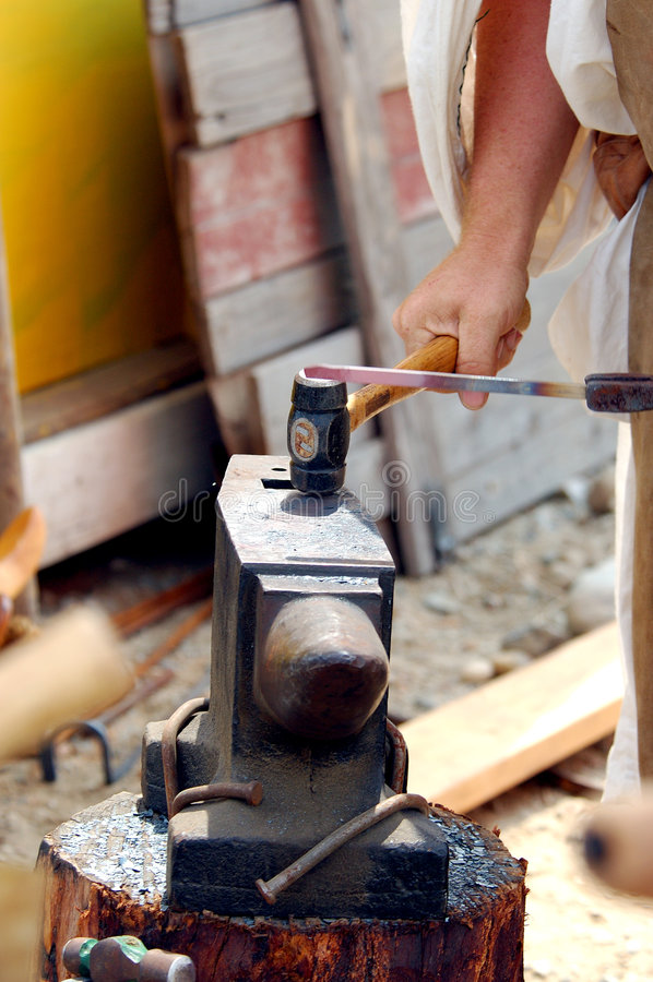 Download σιδηρουργός στοκ εικόνα. εικόνα από μεσαιωνικός, βιοτέχνης - 116837