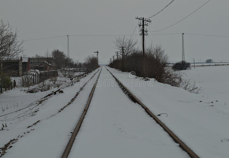 Σιδηρόδρομος που καλύπτεται με πολύ χιόνι κατά τη διάρκεια του χειμώνα στοκ φωτογραφίες με δικαίωμα ελεύθερης χρήσης