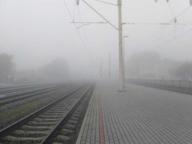 Σιδηρόδρομος στην ομίχλη στοκ φωτογραφία με δικαίωμα ελεύθερης χρήσης