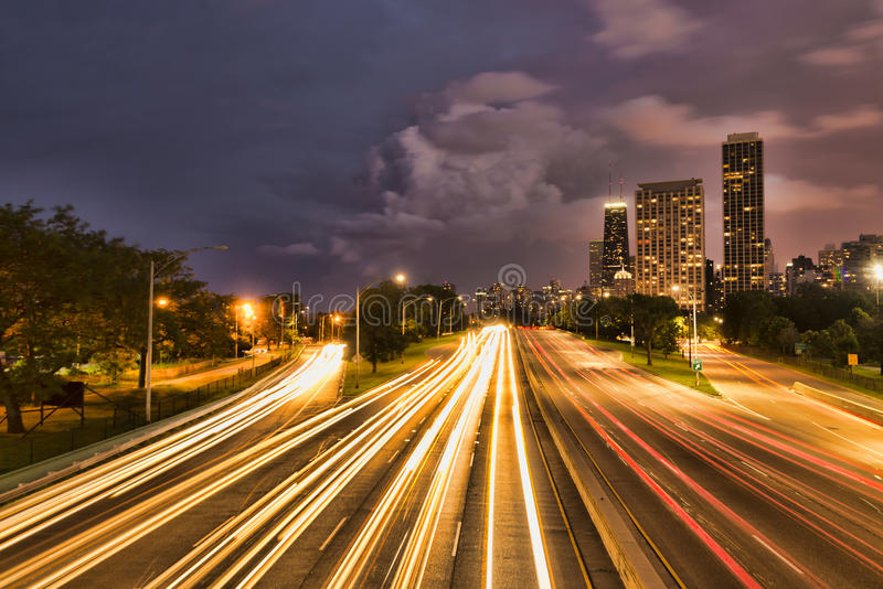 Σικάγο κάτω από τη σκηνή πόλης νύχτας στοκ φωτογραφία