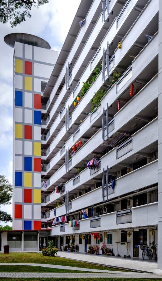 Σινγκαπούρη 2 ΜΑΡΤΊΟΥ 2019: Ζωηρόχρωμη άποψη προσόψεων κατοικημένου κτηρίου ύφους HDB της Σιγκαπούρης στοκ εικόνες