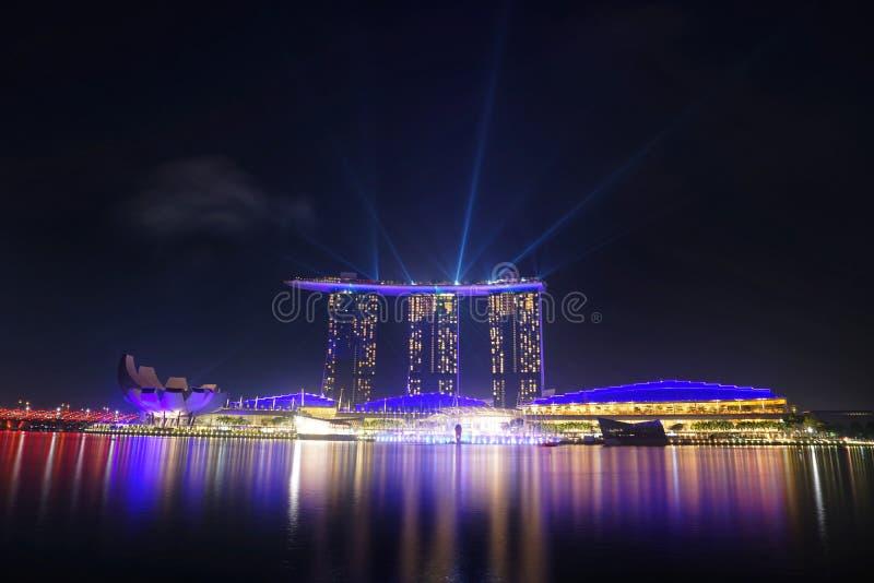 Σινγκαπούρη στη νύχτα στοκ φωτογραφία με δικαίωμα ελεύθερης χρήσης
