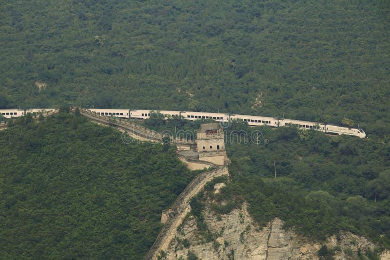 Σινικό Τείχος της Κίνας και ενός τραίνου στοκ εικόνα