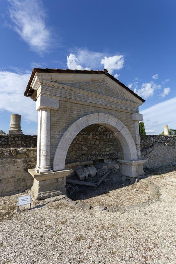 Σιντριβάνι στο Γκόρσιο-Ηρακλή, χωριό τη Ρωαϊκή Αυτοκρατορία στο Tac, Ουγγαρία στοκ φωτογραφία