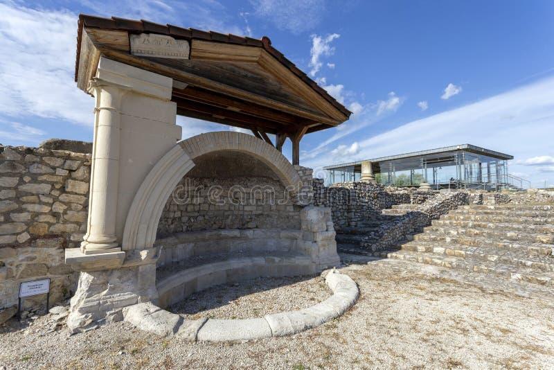 Σιντριβάνι στο Γκόρσιο-Ηρακλή, χωριό τη Ρωαϊκή Αυτοκρατορία στο Tac, Ουγγαρία στοκ εικόνες
