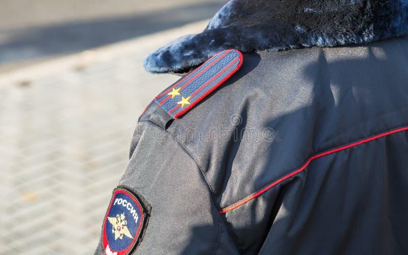 Σιρίτι στις χειμερινές στολές μανικιών και το λουρί ώμων στοκ εικόνες