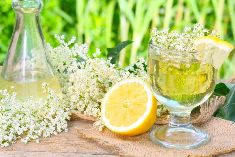 Σιρόπι Elderflower στοκ φωτογραφία