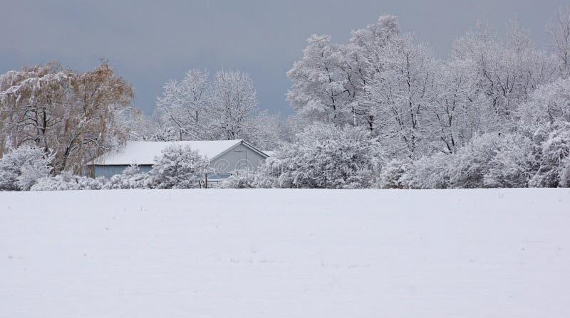 Σιταποθήκη στο χιόνι στοκ φωτογραφίες