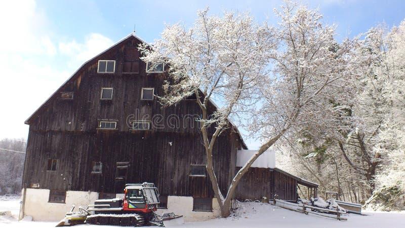Σιταποθήκη το χειμώνα στοκ φωτογραφίες