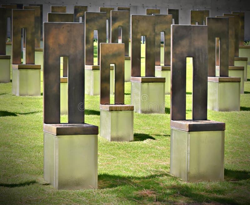 Σιωπηλές έδρες στο μνημείο Πόλεων της Οκλαχόμα στοκ εικόνα