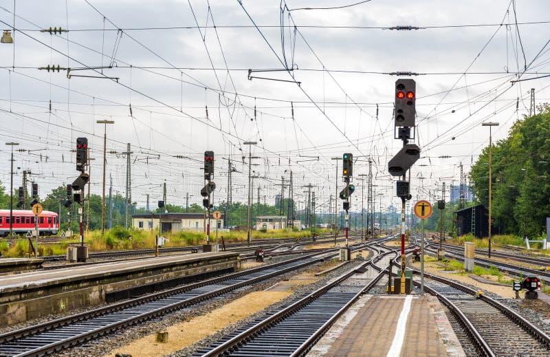 Σιδηροδρομικός σταθμός του Άουγκσμπουργκ - Γερμανία, Βαυαρία στοκ εικόνες