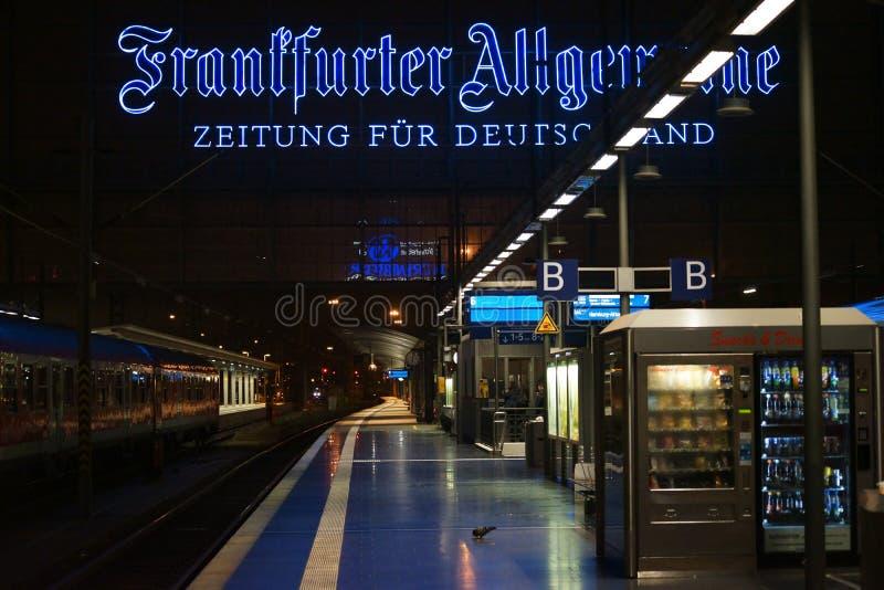 Download Σιδηροδρομικός σταθμός Φρανκφούρτη Εκδοτική Εικόνες - εικόνα από ηλεκτρονικός, βασικός: 62703116