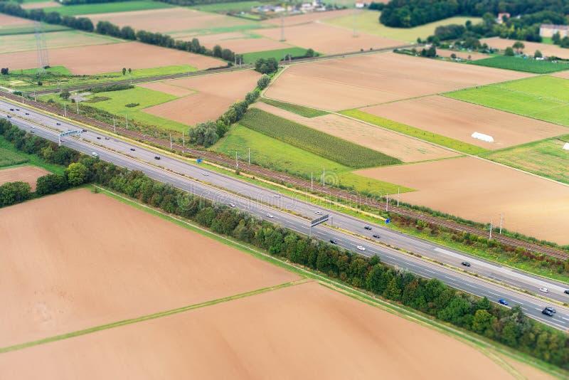 Σιδηρόδρομος και εθνική οδός στοκ εικόνες