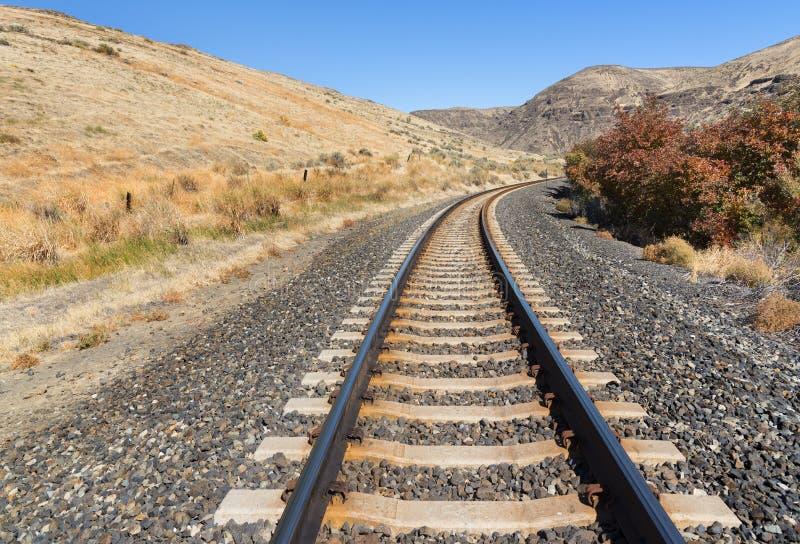 Σιδηρόδρομος που τυλίγει κατά μήκος του φαραγγιού ποταμών Yakima στοκ εικόνα με δικαίωμα ελεύθερης χρήσης