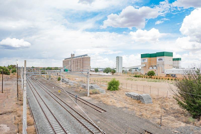 Σιλό σιδηροδρόμου, σταθμών και σιταριού σε Modderrievier στοκ φωτογραφίες με δικαίωμα ελεύθερης χρήσης