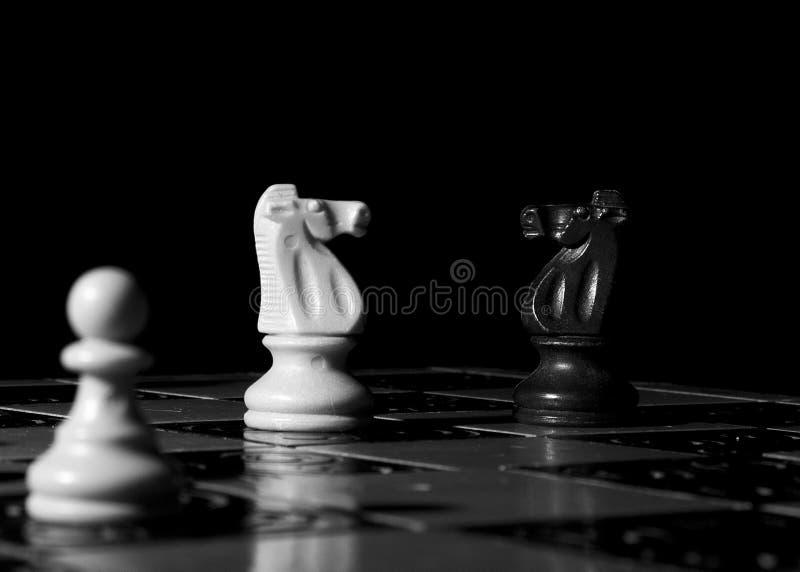 Σκάκι που φωτογραφίζεται σε μια σκακιέρα στοκ εικόνα