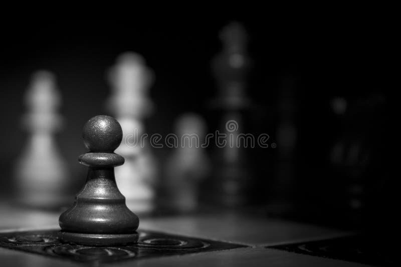 Σκάκι που φωτογραφίζεται σε μια σκακιέρα στοκ φωτογραφία