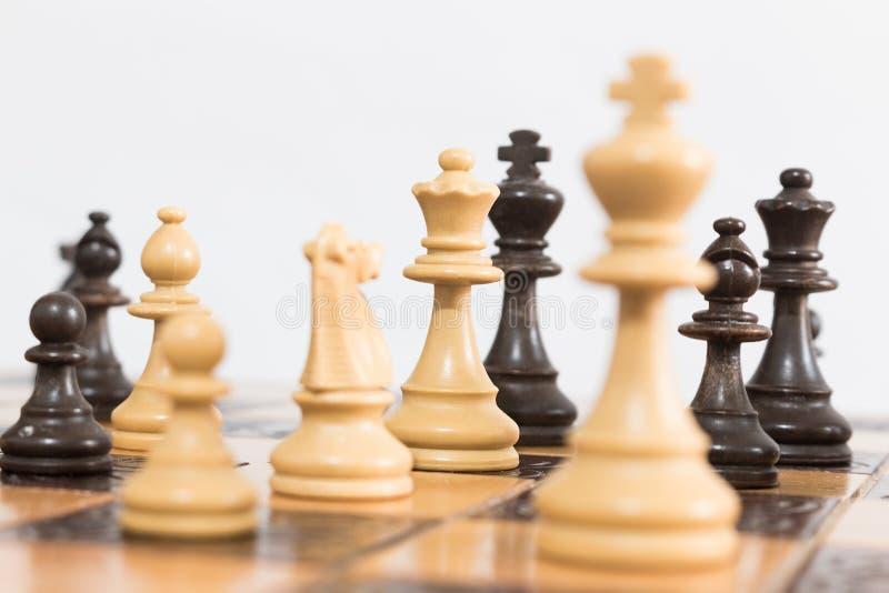 Σκάκι που φωτογραφίζεται σε μια σκακιέρα στοκ φωτογραφίες