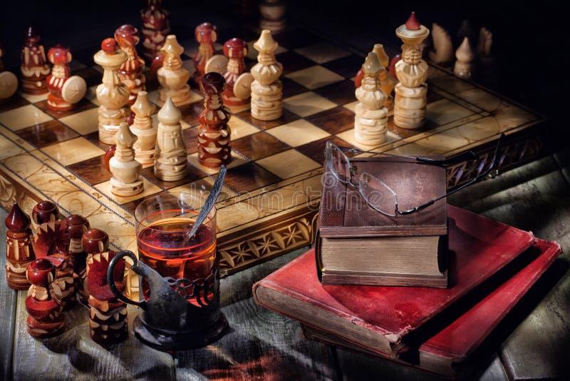 Σκάκι, τσάι και βιβλία στοκ εικόνες με δικαίωμα ελεύθερης χρήσης