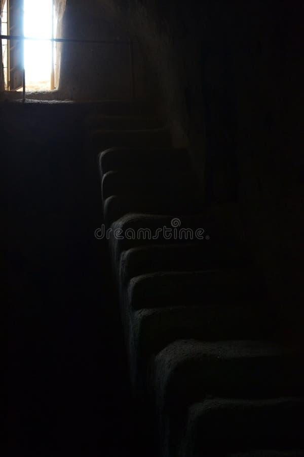 Σκάλα που οδηγεί από το σκοτεινό δωμάτιο στο φως, Herodion στη Δυτική Όχθη, Παλαιστίνη, Ισραήλ στοκ φωτογραφία με δικαίωμα ελεύθερης χρήσης
