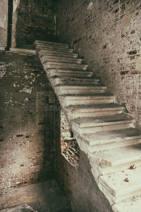 Σκάλα στο παλαιό κάστρο Ένα παλαιό μέγαρο στοκ φωτογραφίες με δικαίωμα ελεύθερης χρήσης