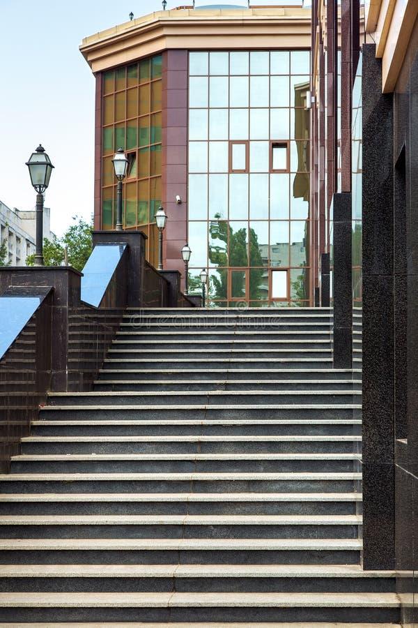 Σκάλα φιαγμένη από μαύρο μάρμαρο στοκ φωτογραφίες με δικαίωμα ελεύθερης χρήσης