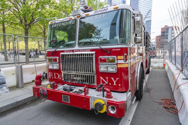 Σκάλα 10 FDNY πυροσβεστικό όχημα έξω από το μνημείο και το μουσείο στις 11 Σεπτεμβρίου στοκ φωτογραφίες με δικαίωμα ελεύθερης χρήσης