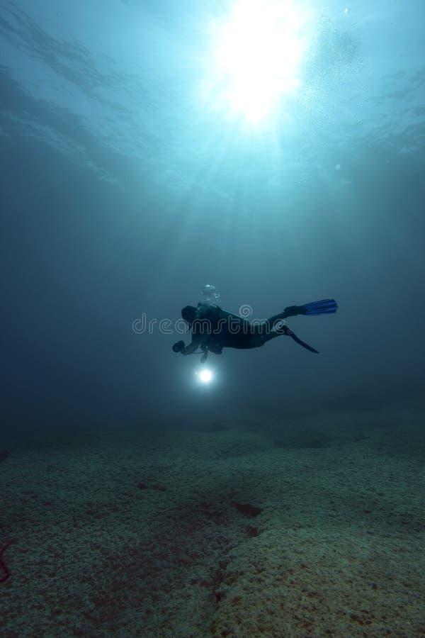 σκάφανδρο δυτών υποβρύχι&omic στοκ εικόνες