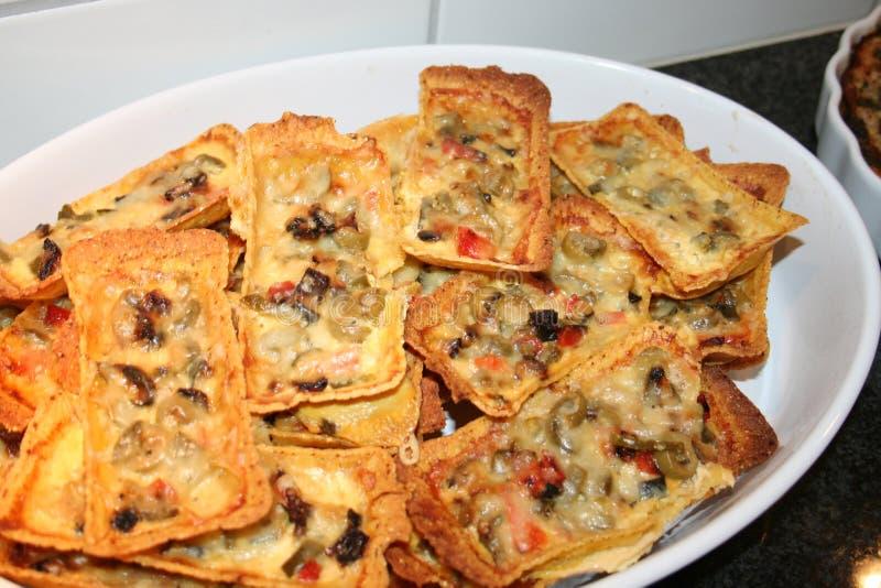 Σκάφες Taco με τα χορτοφάγα τρόφιμα ως oliver, jalapanus, τυριών και taco σάλτσα στοκ φωτογραφίες