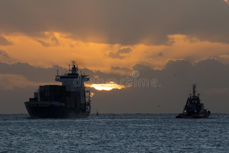 Σκάφη στην ανατολή στοκ φωτογραφίες με δικαίωμα ελεύθερης χρήσης