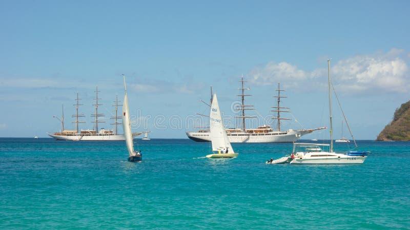 Σκάφη σύννεφων θάλασσας μαζί στον κόλπο ναυαρχείου, Bequia στοκ φωτογραφία με δικαίωμα ελεύθερης χρήσης