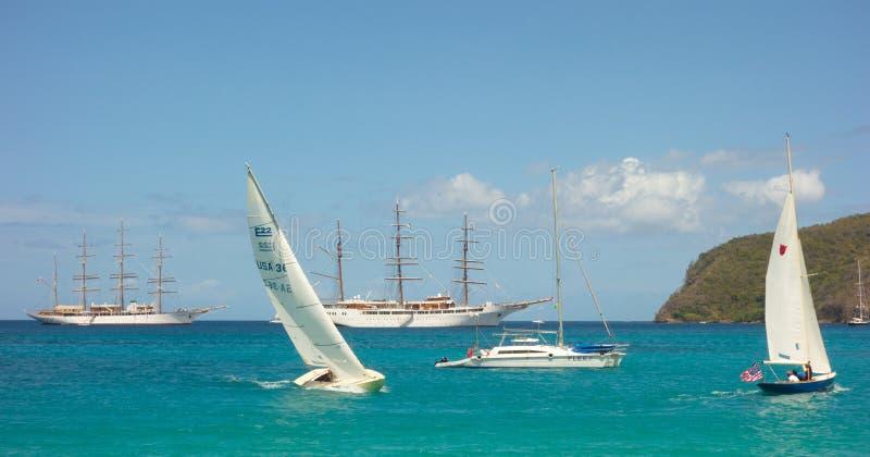 Σκάφη σύννεφων θάλασσας μαζί στον κόλπο ναυαρχείου, Bequia στοκ εικόνες με δικαίωμα ελεύθερης χρήσης