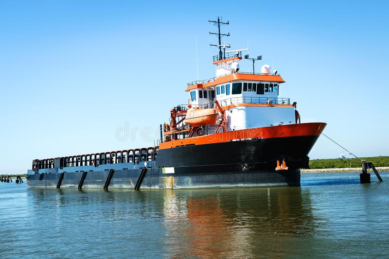 Σκάφος ανεφοδιασμού πλατφορμών στοκ φωτογραφία με δικαίωμα ελεύθερης χρήσης