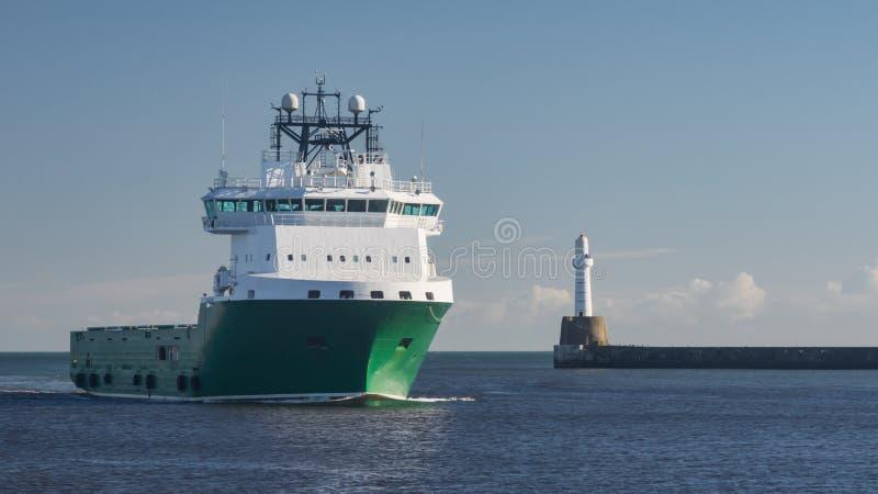 Σκάφος ανεφοδιασμού πλατφορμών πετρελαίου στοκ εικόνες