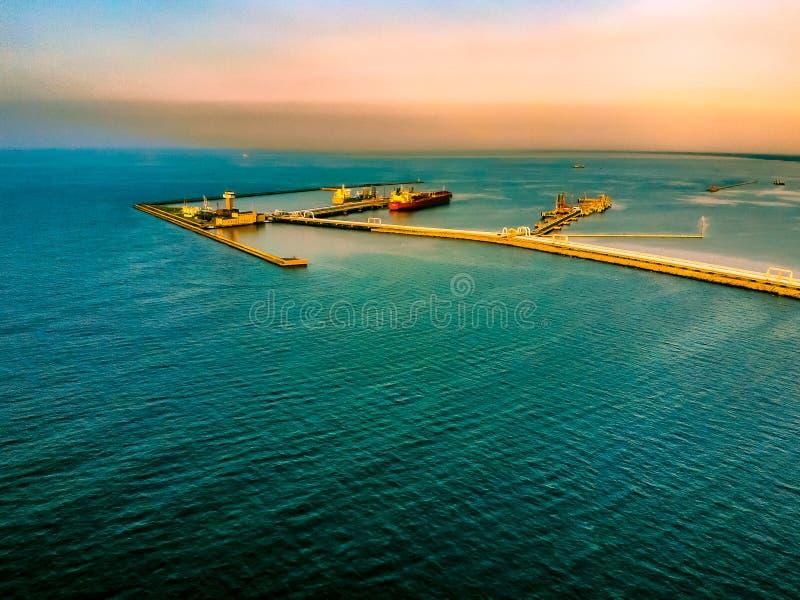 Σκάφος βυτιοφόρων στο λιμένα Γντανσκ στοκ εικόνες