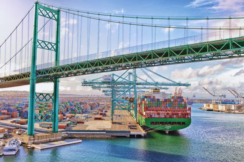 Σκάφος εμπορευματοκιβωτίων - λιμένας του Λος Άντζελες στοκ εικόνα